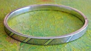 Gorgeous vintage solid 835 silver bangle bracelet. 15.6g