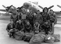 B&W WW2 Photo WWII  B-17G Crew Group Photo  World War Two USAAF US Army / 5005