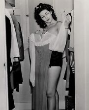 Yvonne De Carlo Unsigned 8x10 Photo (20)
