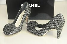 $875! NEW CHANEL BLACK WHITE TWEED CAMELLIA CC Pump Heels SHOES 38 RARE!