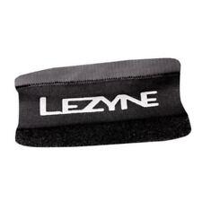LEZYNE Kettenschutz für Kettenstrebe mit Klettverschluss schwarz