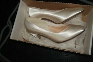 Ladies size 3 ivory satin court shoes bridal wear new in box