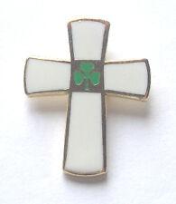 CELTIC IRISH IRELAND WHITE CROSS & SHAMROCK HARD ENAMEL LAPEL PIN BADGE