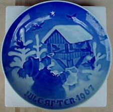 B&G~BING GRONDAHL~1967 JULE AFTEN~CHRISTMAS PLATE~CHILD FEEDING BIRDS~BLUE/WHITE