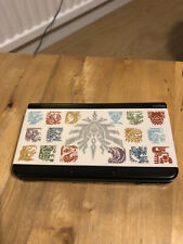 Nintendo New 3DS - With Monster Hunter Faceplates, Charger and Stylus