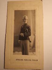Tulln - Soldat in Uniform mit Säbel Orden Mütze - Kulisse / Foto