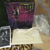DARK HORSE ALIENS COLD CAST PORCELAIN LTD.ED. KIT NO.1091-02, BY RANDY BOWEN MIB