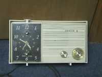Zenith Touch and Snooze Radio Clock Tube Radio