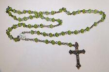 Chapelet de perles vertes avec reflets irisés – médailles et croix plaqué argent