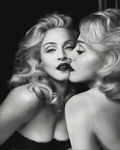 MADONNA LOOKING IN MIRROR - LARGE WALL ART CANVAS FRAMED PICTURE 20X30 INCHES
