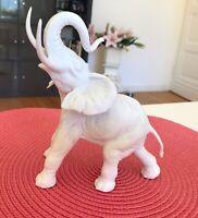 Traumhafter Elefant Figur Porzellanfigur Marke AK Kaiser Biskuit Porzellan Weiß