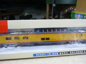 HO PASSENGER CAR} WALTHERS UNION PACIFIC VISTA DOME - HERITAGE SERIES 9592