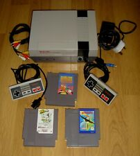 ORIGINAL 1985 NINTENDO NES CONSOLE REGION FREE, 2 OFFICIAL CONTROLLERS, 3 GAMES