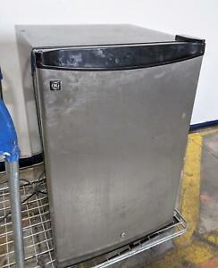GE SMR04DAPBBS 4.3 Cu. Ft. Compact Refrigerator TESTED WORKING LOCAL PICKUP