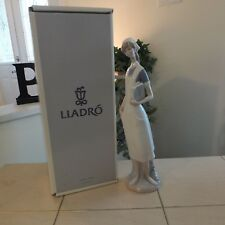 Lladro Porcelain Figurine Nurse 4603 Mint Condition with Box Fast Shipping!