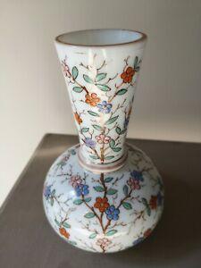 Vase ancien en opaline émaillé fleurs