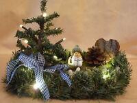 weihnachtliches Tischgesteck mit Wintermädchen und LED Beleuchtung, neu