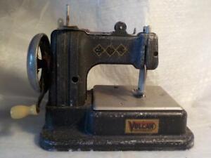 VINTAGE CHILD'S MINIATURE TOY TINPLATE VULCAN SEWING MACHINE
