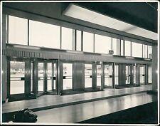 Revolving Interior doors. Unknown building. London photographers. (ZO.7)