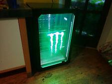 Monster Getränkekühlschrank mit Glastür LED Logobeleuchtung und Innenbeleuchtun
