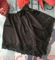 Vintage KAYSER black satin Antron III nylon & lace tap panties - size 7 Large