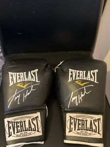 Larry Holmes Signed Pair Of Boxing Gloves Everlast 1910 REAL 10oz Pro Gloves
