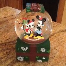 Mickey & Minnie Mouse Musical Christmas Snowglobe