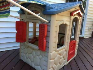 Little Tikes Playhouse in Very Nice Condition