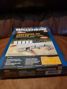 HO Walthers Cornerstone kit 933-4059 Trackside Oil Dealer with Tanks Background