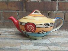 Teekannen aus Keramik mit geometrischem Muster