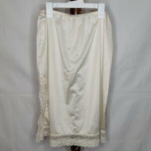 Unbranded women's size L(18) nylon half slip ivory color lace at bottom