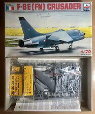 Esci 9075 F-8 e (fn) Crusader 1 72