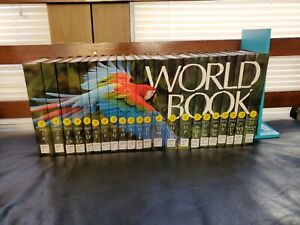 2013 World Book Encyclopedia Spinescape Complete 22 Volume Set Ex Library EUC