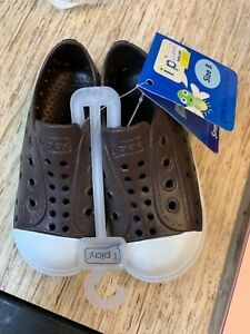 I play sneakers waterproof summer shoes size 8 24-30 months iplay