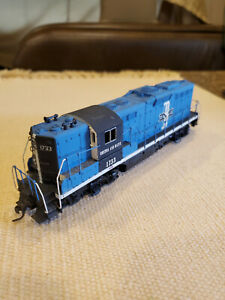 """Boston and Maine GP9 """"1733, HO scale, made by Athearn (free US ship)"""