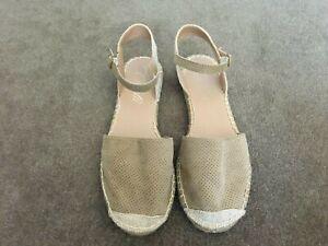 """CORELLI"" Ellie Caramel Sandal with ankle strap & closed toe flat sling back 9"
