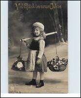 NEUJAHR Grusskarte Neues Jahr 1917 Kind Mädchen mit Geldsach Blumen tolles Motiv