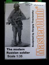 Figura la moderna SOLDATO RUSSO, MCF 35020, 1:35, MasterClub