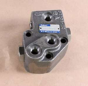 New 32203-AAH Eaton Cessna Valve Assembly