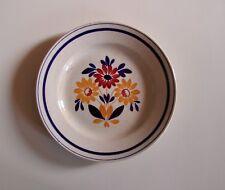 Assiette en porcelaine opaque de Gien peinte à la main
