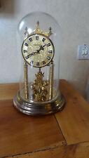 Horloge des 300 jours et son globe