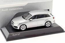 Audi Q7 Baujahr 2015 florett silber 1:43 Spark