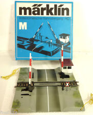 Gebäude, Tunnel & Brücken-Märklin Modellbahnen der Spur H0 Bahnübergang