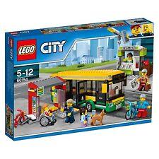LEGO ® City 60154 la gare routière NEUF neuf dans sa boîte _ NEW En parfait état, dans sa boîte scellée Boîte d'origine jamais ouverte LEGO ® City 60154 Bus Station