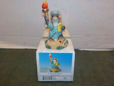 """Charming Tails """"Little Lady Liberty"""" Mouse Figurine 82/111"""
