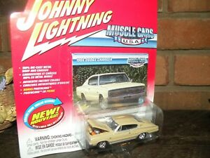 Johnny Lightning Mopar Muscle  1966 dodge charger  .