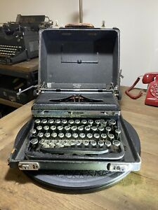 Vintage 1930s Royal De Luxe  Portable Typewriter with Case Working Condition