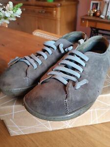 Peu Cami von Camper, grau mit hellblauen Gummi-Schnürsenkeln, Größe 42
