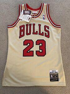 Authentic Mitchell & Ness 95'-96' Michael Jordan Gold Bulls Jersey Size 40 M