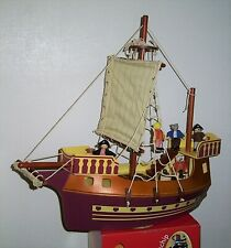 Large toy Pirate Ship with 5 pirates